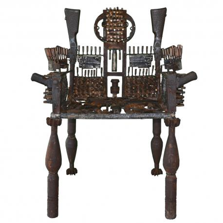 Goncalo Mabunda, O Trono elegante, 2013, metal and recycled weapons
