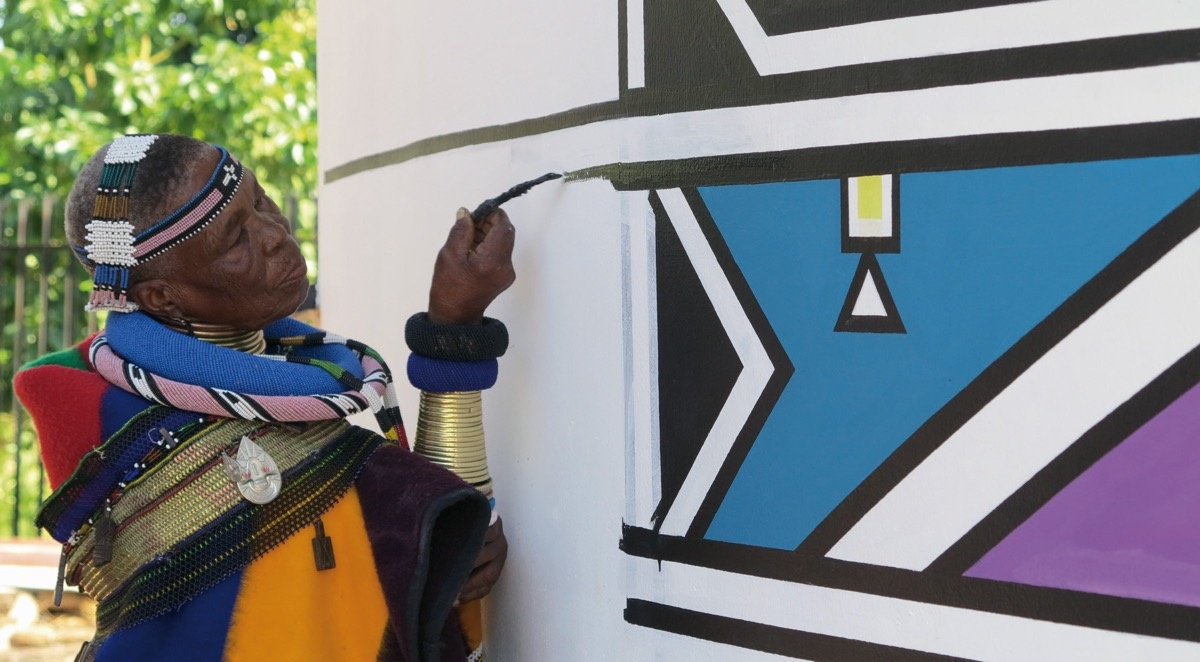 Photo of Esther Mahalangu painting